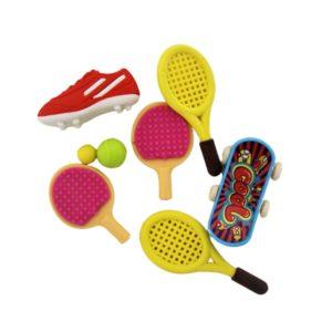 Setul contine 4 piese sub forma de racheta tenis, paleta tenis, skateboard si pantofi sport.